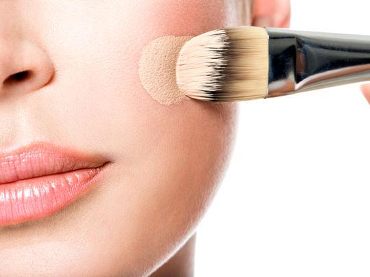 Mode d'utilisation d'une brosse nettoyante visage